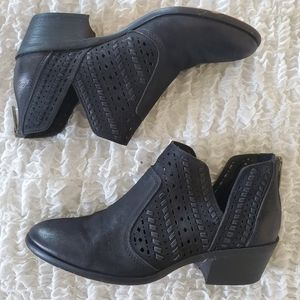 Vince Camuto ankle boots size 6 black suede